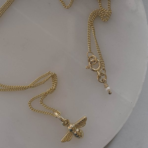 Bumble Bee necklace in yellow gold