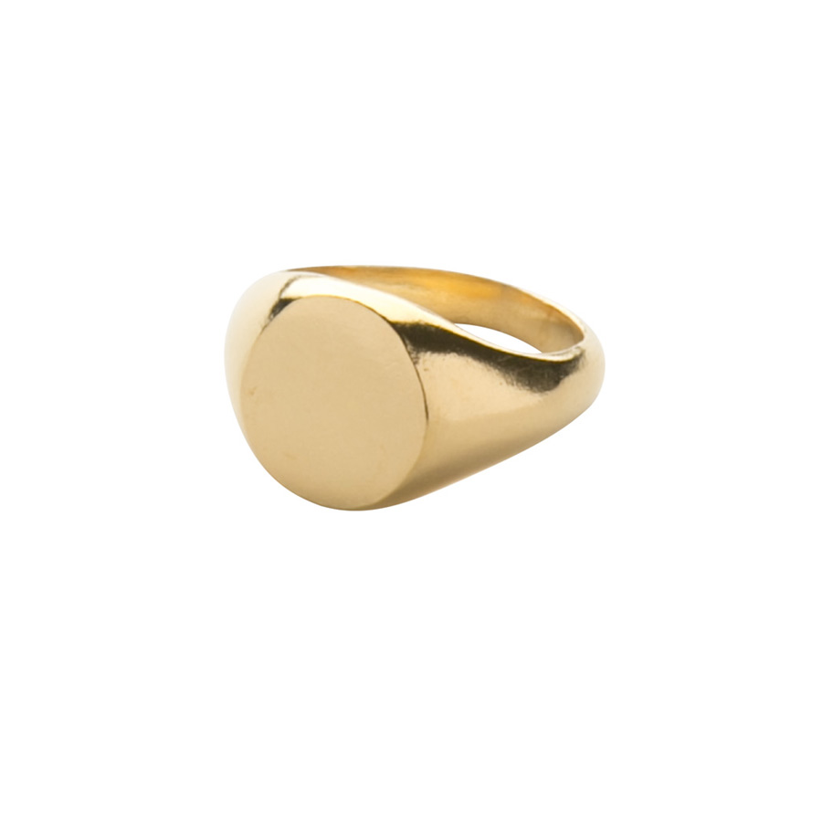 Oval Signet Ring in Yellow Gold