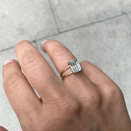 Aquamarine ring in Yellow Gold