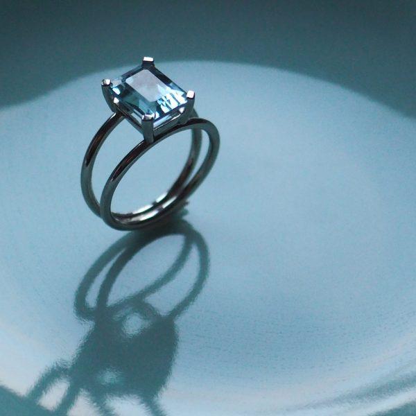 Aquamarine white gold ring