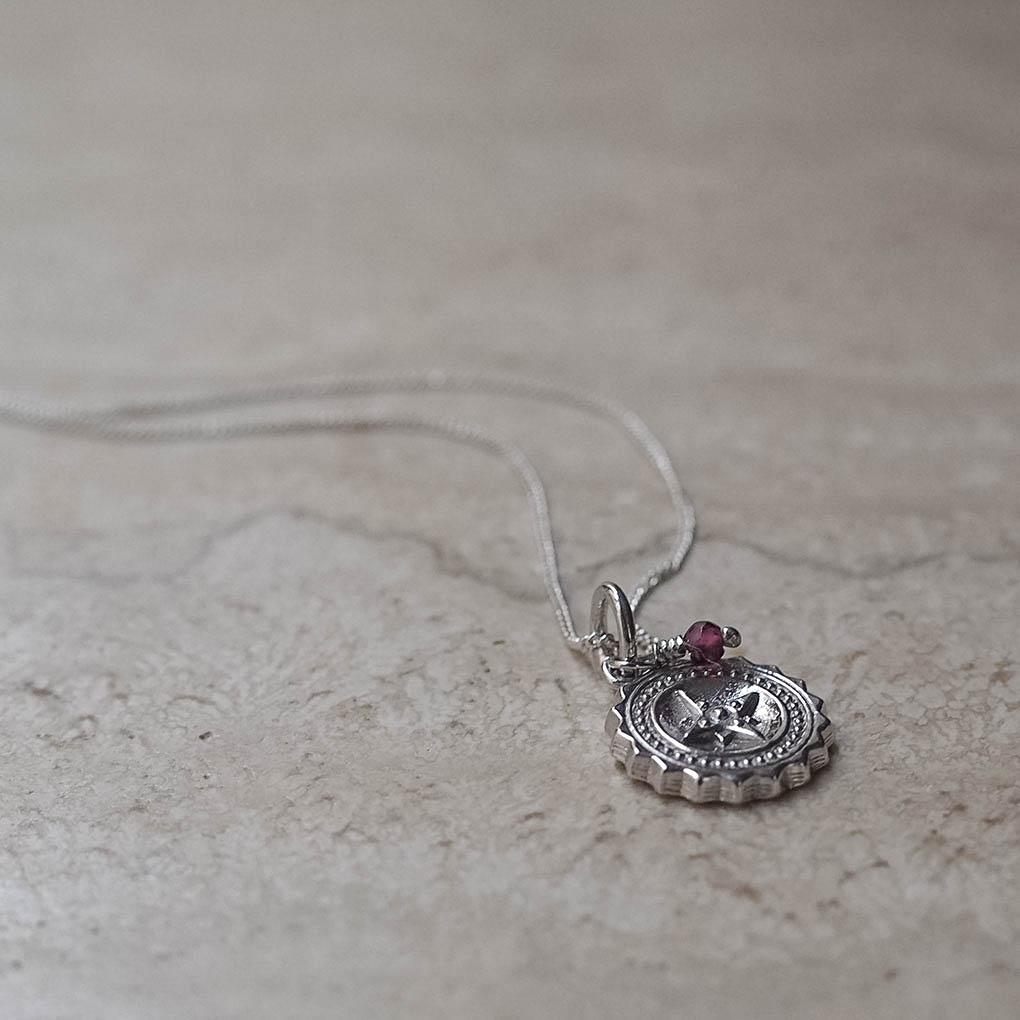 Compass Midi with Garnet Necklace in Sterling Silver