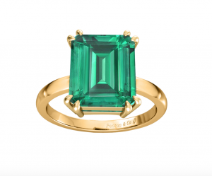 emerald ring in 18ct yellow gold